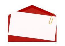 Enveloppe rouge avec l'invitation d'anniversaire ou la carte de voeux vierge Photos stock