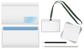 Enveloppe, un crayon et un insigne d'isolement Image stock
