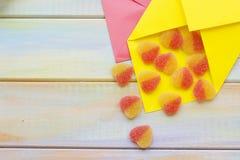 Enveloppes colorées pour des lettres d'amour Images stock
