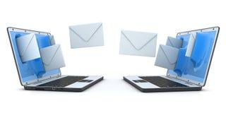 Enveloppes d'ordinateur portatif et de mouche Photographie stock