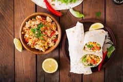 Enveloppes de Burritos avec de la viande de poulet Image libre de droits