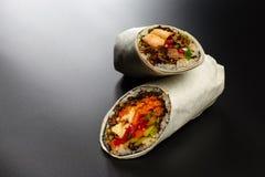 Enveloppes de Burritos avec le poulet photographie stock