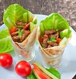Enveloppes de tortilla avec de la viande image libre de droits