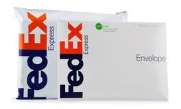Enveloppes et colis de Fedex image stock