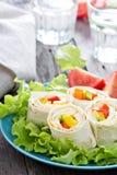 Enveloppes saines de tortilla de casse-croûte de déjeuner images libres de droits