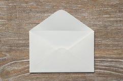 Enveloppez et page blanche photo libre de droits