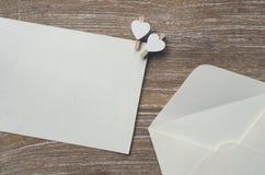 Enveloppez et page blanche photos libres de droits