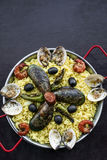 Envergure portugaise traditionnelle célèbre mélangée de Paella de fruits de mer et de riz Photographie stock libre de droits