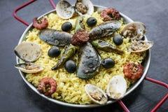 Envergure portugaise traditionnelle célèbre mélangée de Paella de fruits de mer et de riz Image libre de droits