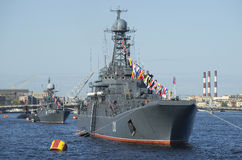 Envia a frota Báltico na parada em honra do dia da vitória St Petersburg imagens de stock royalty free