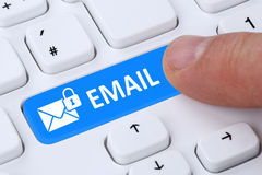 Enviando a proteção cifrada do email do email fixe o correio através do interno Imagens de Stock