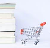 Enviando um livro Imagens de Stock Royalty Free