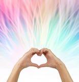 Enviando vibrações do amor para fora Foto de Stock