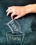 Envidia en el dibujo de la pizarra de la basura Imágenes de archivo libres de regalías