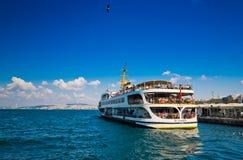 Envie no porto o 24 de agosto de 2013 em Istambul, Turquia Fotografia de Stock
