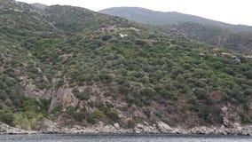 Envie velas ao longo da península de Athos em Grécia video estoque