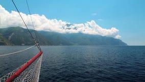Envie velas a Monte Athos, estado monástico autônomo da montanha santamente, Grécia filme