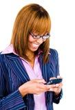 Envio de mensagem de texto da mulher Foto de Stock Royalty Free