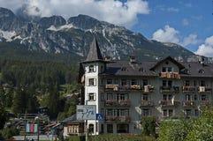 Environnement sur le mouvement circulaire dans la route du ` Ampezzo, Dolomiti, montagne, Alpes, Vénétie de Cortina d image libre de droits