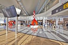 Environnement tout neuf d'achats à l'aéroport de Bruxelles Photo libre de droits