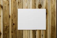 Envoltório da lona na parede de madeira Fotos de Stock