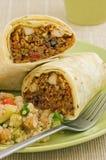 Envoltório do Burrito da galinha e do feijão preto Fotos de Stock