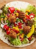 Envoltório do Falafel imagem de stock