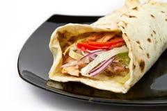 Envoltório do kebab da galinha imagens de stock