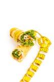 Envoltório da tortilha do supermercado fino com fita métrica Imagens de Stock Royalty Free
