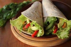 Envoltórios da tortilha com vegetais Fotos de Stock Royalty Free