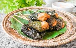 Envoltórios grelhados da carne de porco com folha, culinária vietnamiana imagem de stock