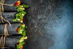 Envoltórios pretos do carvão vegetal foto de stock