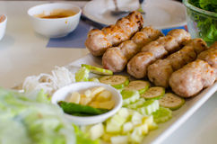 Envoltórios vietnamianos da almôndega fotografia de stock royalty free