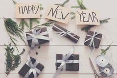 Envoltorio para regalos Año Nuevo moderno de empaquetado presente en cajas Foto de archivo libre de regalías
