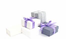 Envolvimento de presente de época natalícia imagem de stock