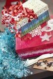 Envolvimento de presente do Natal Imagens de Stock