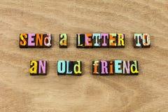 Envoyez le vieux ami de lettre que l'aîné communiquent le contact d'aide photo libre de droits