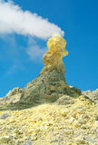 Enxofre do vulcão de Ebeko, ilha de Paramushir, ilhas de Kuril Imagem de Stock Royalty Free