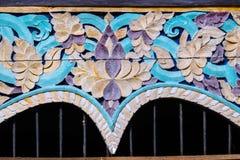 Enyese moldear, diseños florales de los modelos, el antiguo, templo, Chiang Mai, país de Tailandia Foto de archivo