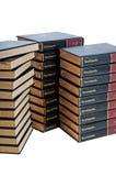 Enzyklopädienset in drei Stapeln lizenzfreie stockfotos