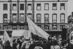 eople con las banderas de Jesús en el marzo para Jesús el interde anual Imagen de archivo