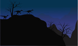 eoraptor剪影在峭壁的 图库摄影