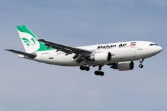 EP-MNO Mahan空气,空中客车A310 - 300 免版税库存照片