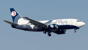 EP-TAG Ata Airlines, Boeing 737-500 fotografering för bildbyråer