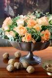 Epergne del metal de las rosas Foto de archivo