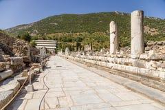 Ephesus,土耳其 尼罗Stoa,位于沿大理石街道 免版税图库摄影