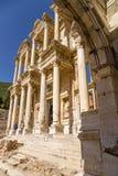 Ephesus,土耳其 摄氏图书馆门面的看法, 114 - 135年在皇帝外面奥古斯都的门的广告 图库摄影