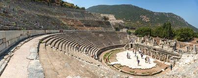 EPHESUS, ΤΟΥΡΚΙΑ - 1 ΑΥΓΟΎΣΤΟΥ: επισκέπτες στην οδό τον Αύγουστο 0 Curetes στοκ φωτογραφία με δικαίωμα ελεύθερης χρήσης