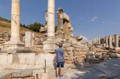EPHESUS, ТУРЦИЯ: Мраморные сбросы в Ephesus историческом старом I стоковое фото