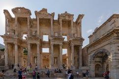 EPHESUS EFES ARCHEOLOGÄ°CAL SÄ°TE, TURKEY-AUGUST 19,2018: Cen Royaltyfria Bilder